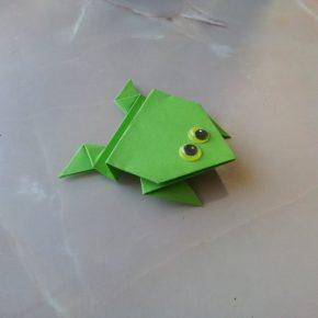 Как сложить оригами «прыгающая лягушка» своими руками? Смотрите инструкцию и мастер-класс с подробным описанием и фото!