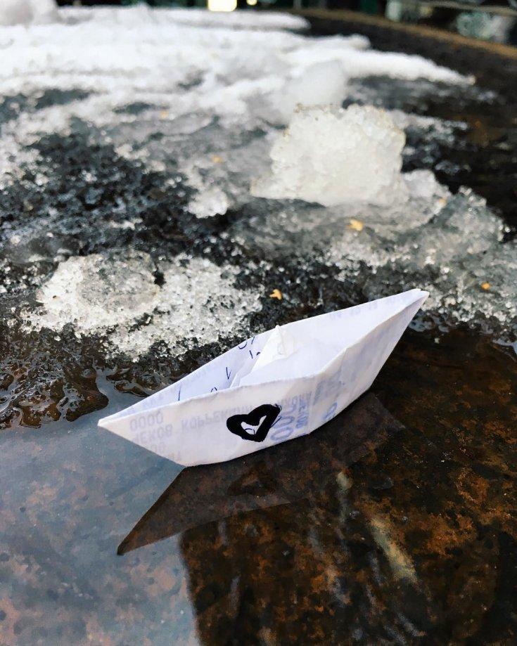 картинка бумажный кораблик в ручейке обруч канзаши подойдет